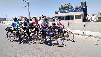साईकिल से भागलपुर के लिए निकले मजदूर