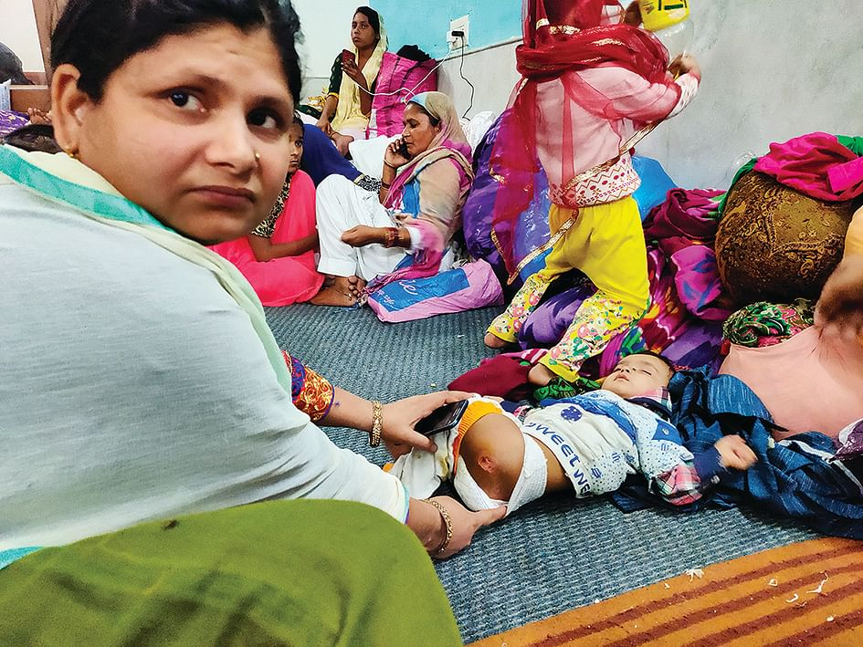 Khadija Khatun with her injured child.