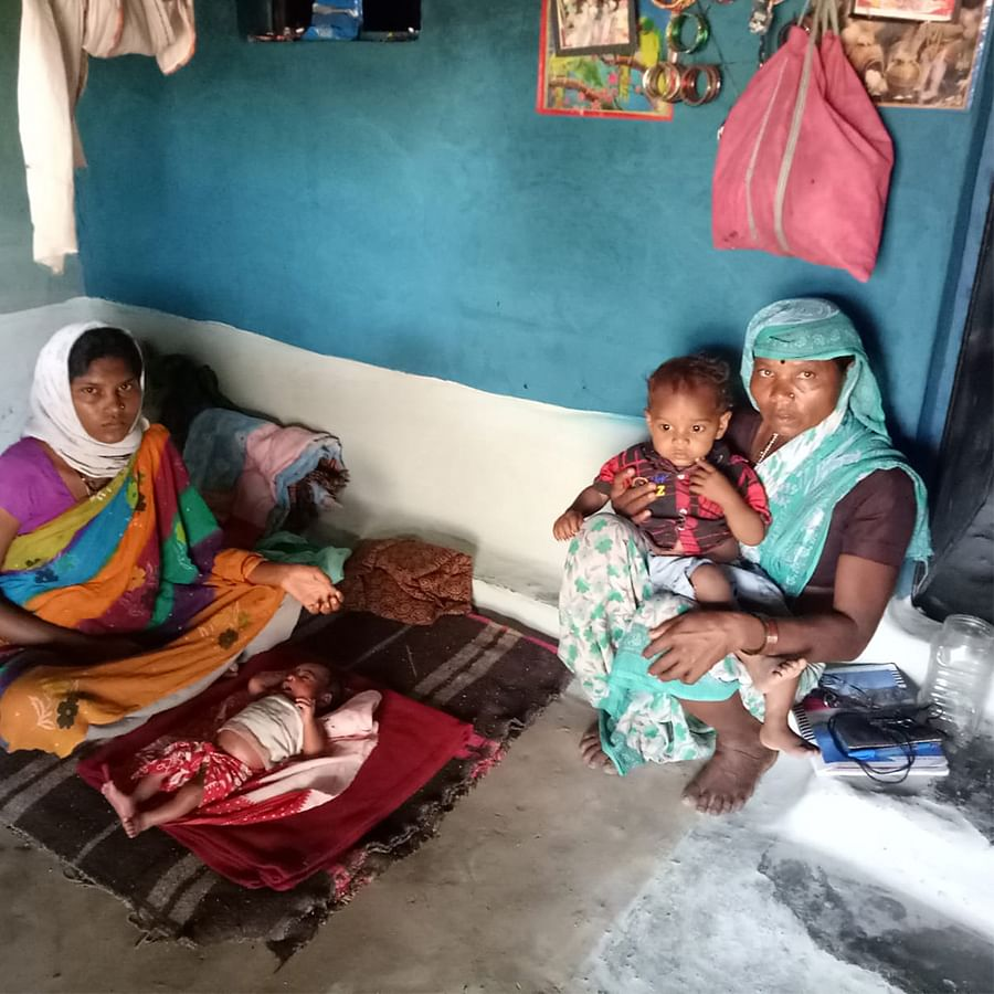 Sharda, her two children, and her mother-in-law Chankibai.