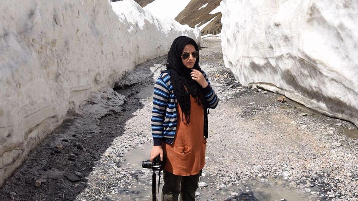 कश्मीरी फोटो जर्नलिस्ट मसर्रत ज़हरा पर 'राष्ट्र विरोधी' गतिविधियों के तहत केस दर्ज