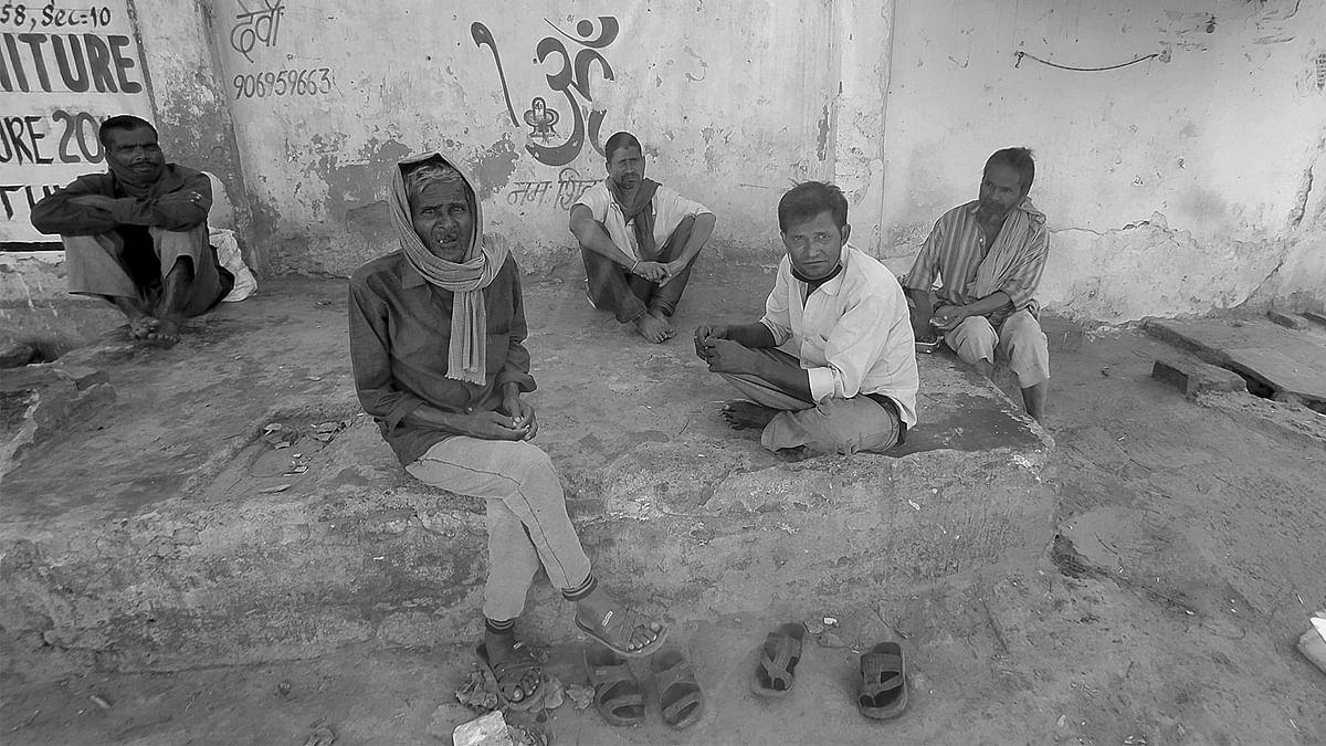 नोएडा के दिहाड़ी मजदूर: ''सरकारी खाना मिल जाता है तो खाते हैं, नहीं तो उपवास''