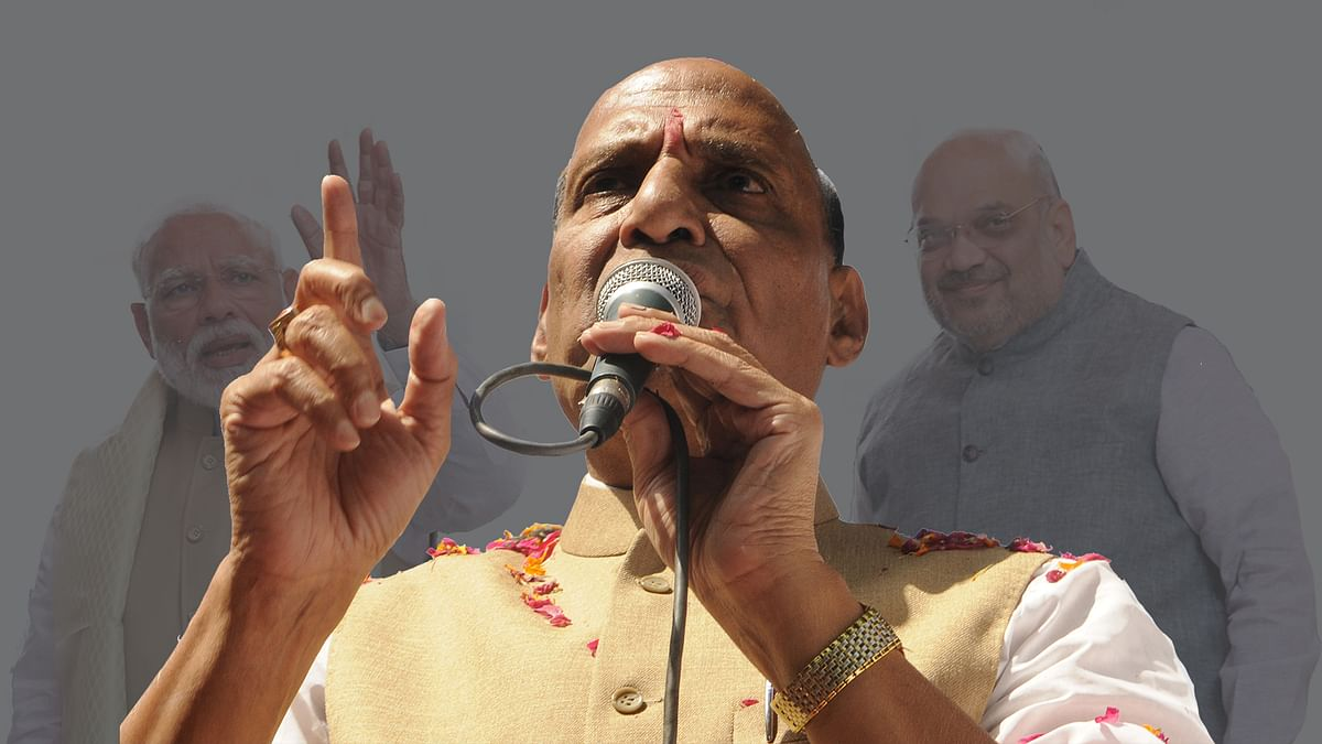 Who's that crowding the Shah-Modi team? Rajnath Singh is back