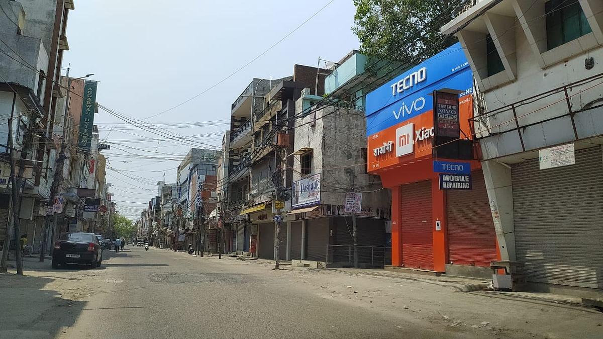 गांधीनगर में बंद पड़ी दुकानें