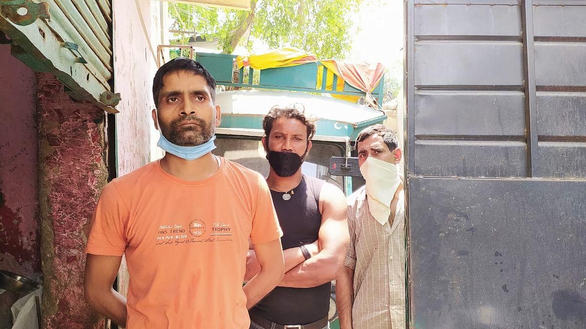 मंतोष कुमार और उनके साथी