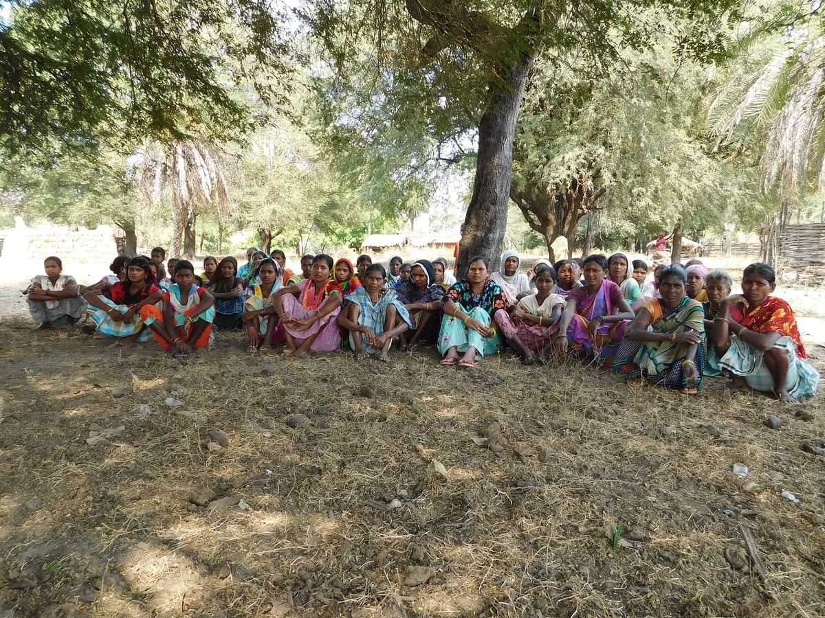 बुरकापाल गांव की महिलाएं