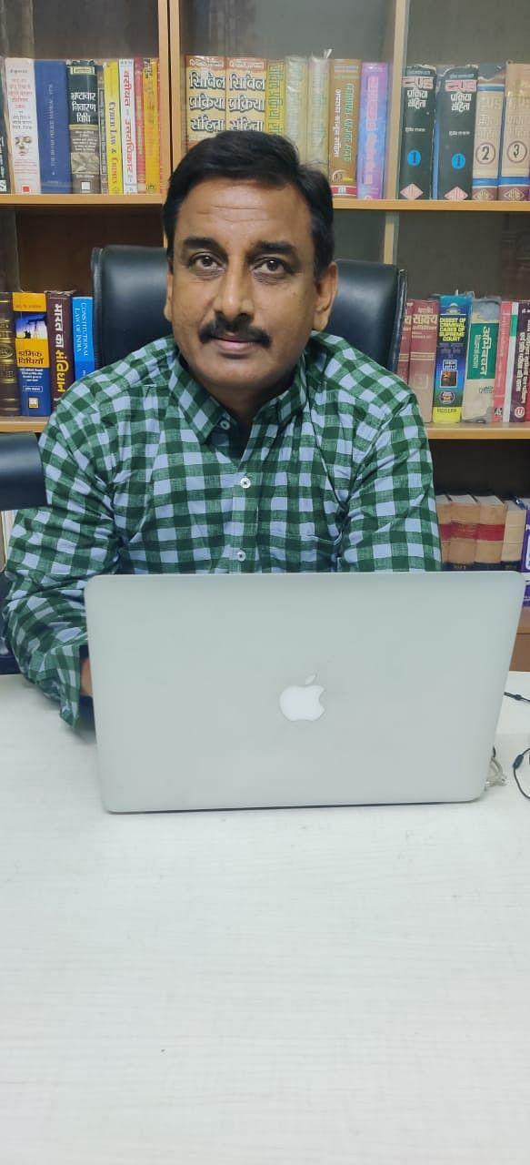 वकील अरुण कुमार दीक्षित