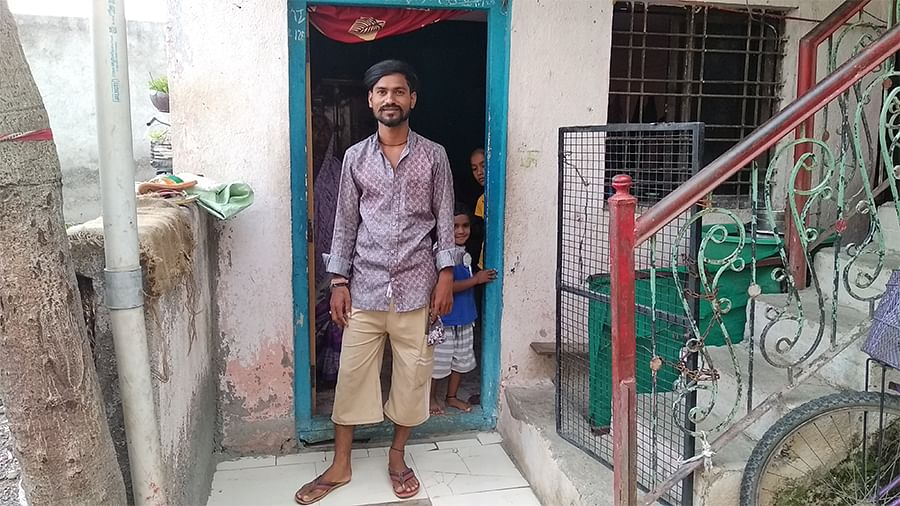 Vicky Bhalerao, a polishywala in Shirdi.