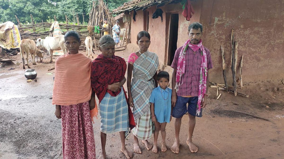 भीमाराम मंडावी अपने परिवार के साथ