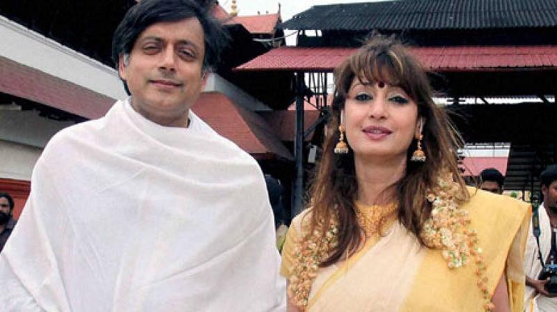 कांग्रेस नेता शशि थरूर और उनकी पत्नी सुनंदा पुष्कर