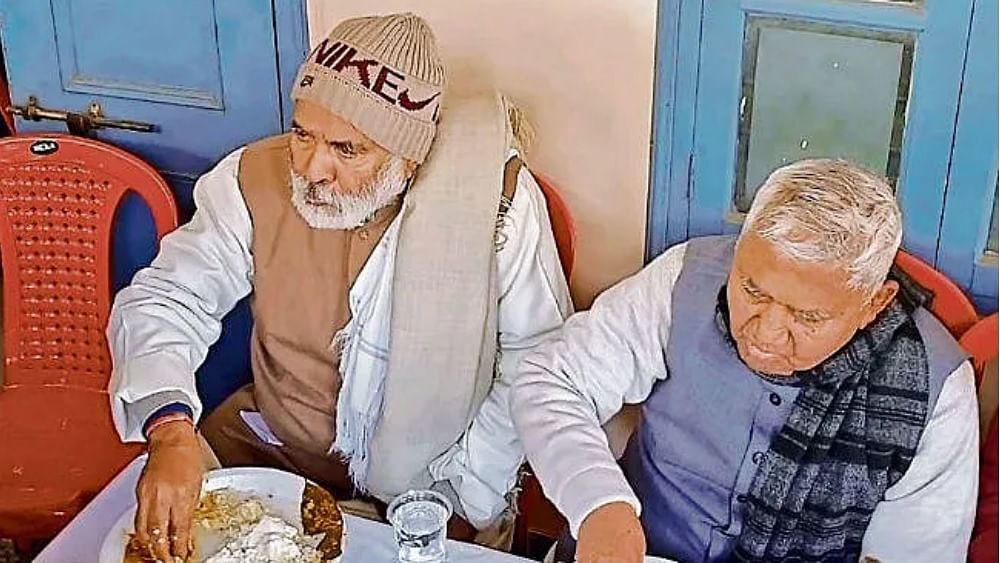 मकर संक्रान्ति के दिन रघुवंश बाबू के घर पर दही-चूड़ा भोज