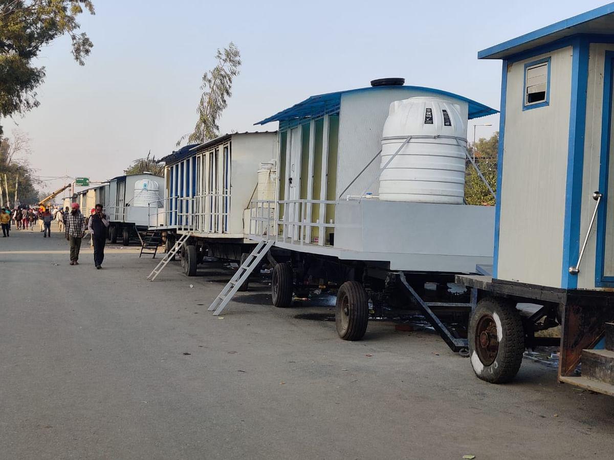 किसानों के लिए दिल्ली सरकार ने की शौचालयों की व्यवस्था