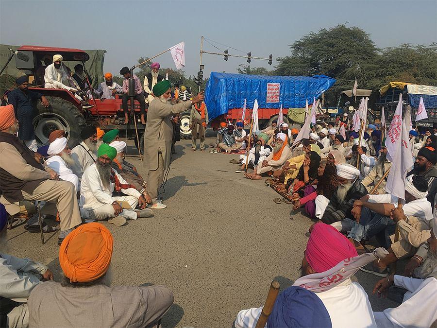अदालत भाई, आपने ही कहा है न कि किसानों के आंदोलन में गांधी के सत्याग्रह की झलक मिलती है