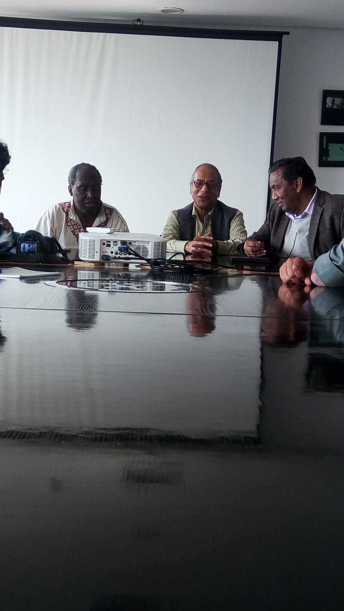 न्गुगी वा थोंगो और अन्य लेखकों के साथ, 2018