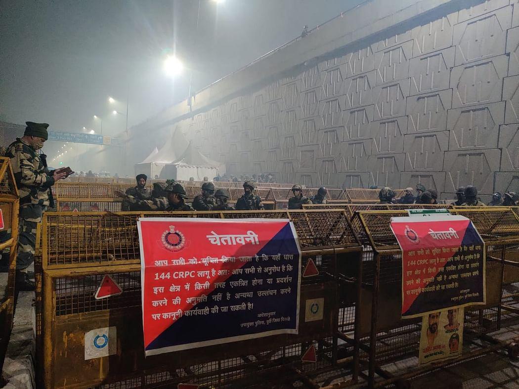 दिल्ली पुलिस की बैरिकेडिंग