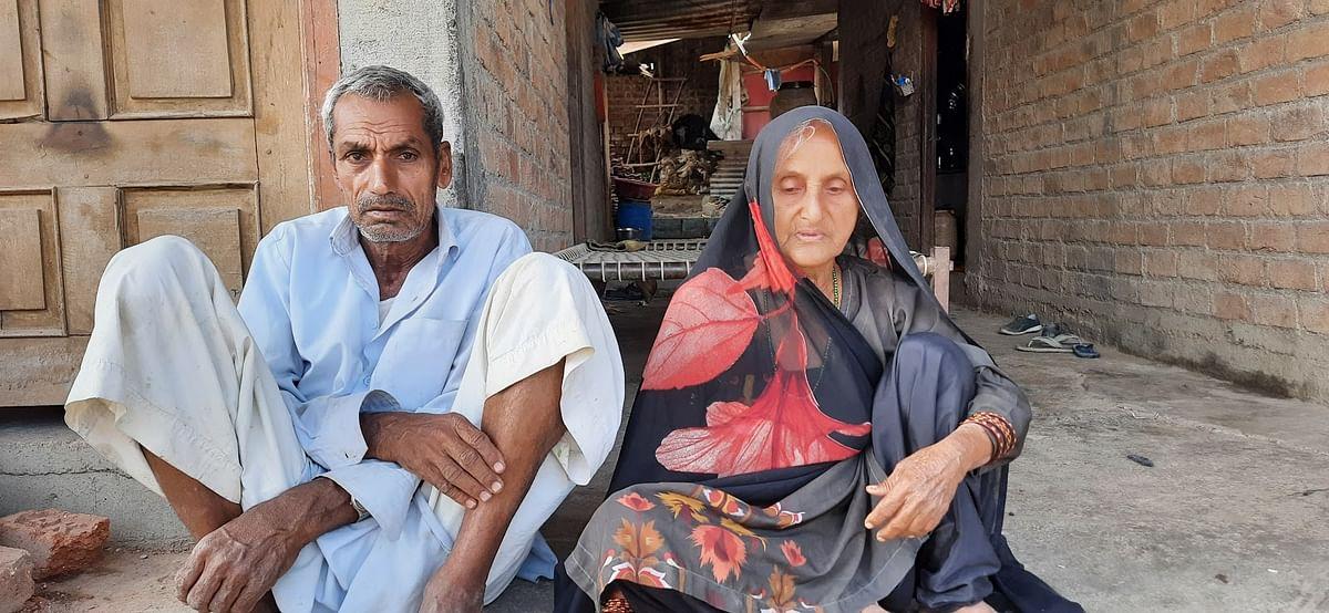 70 साल के रहमान और 65 साल की सेराजबाई