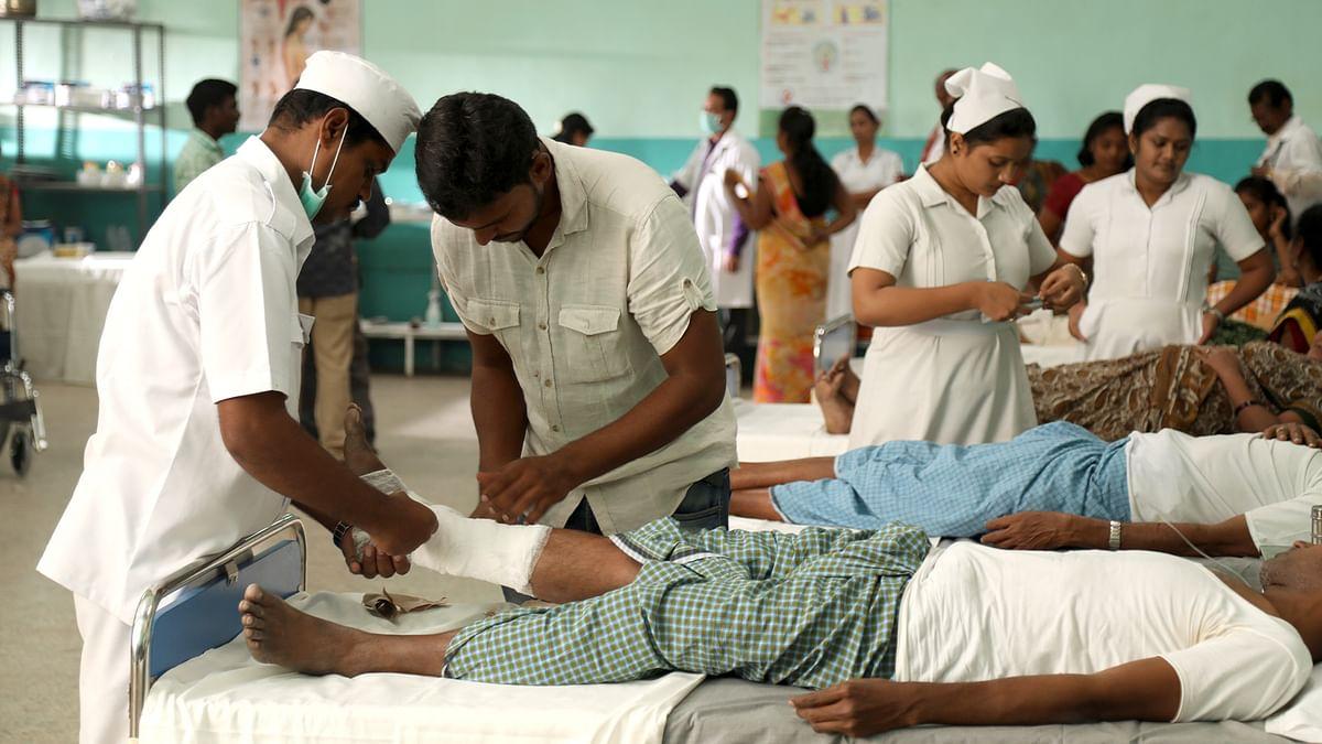 80 प्रतिशत भारतीय स्वास्थ्य बीमा से वंचित, अपनी बचत और उधार के पैसों से कराते हैं इलाज