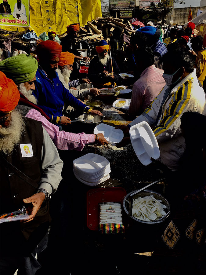 A regular langar at the protest.