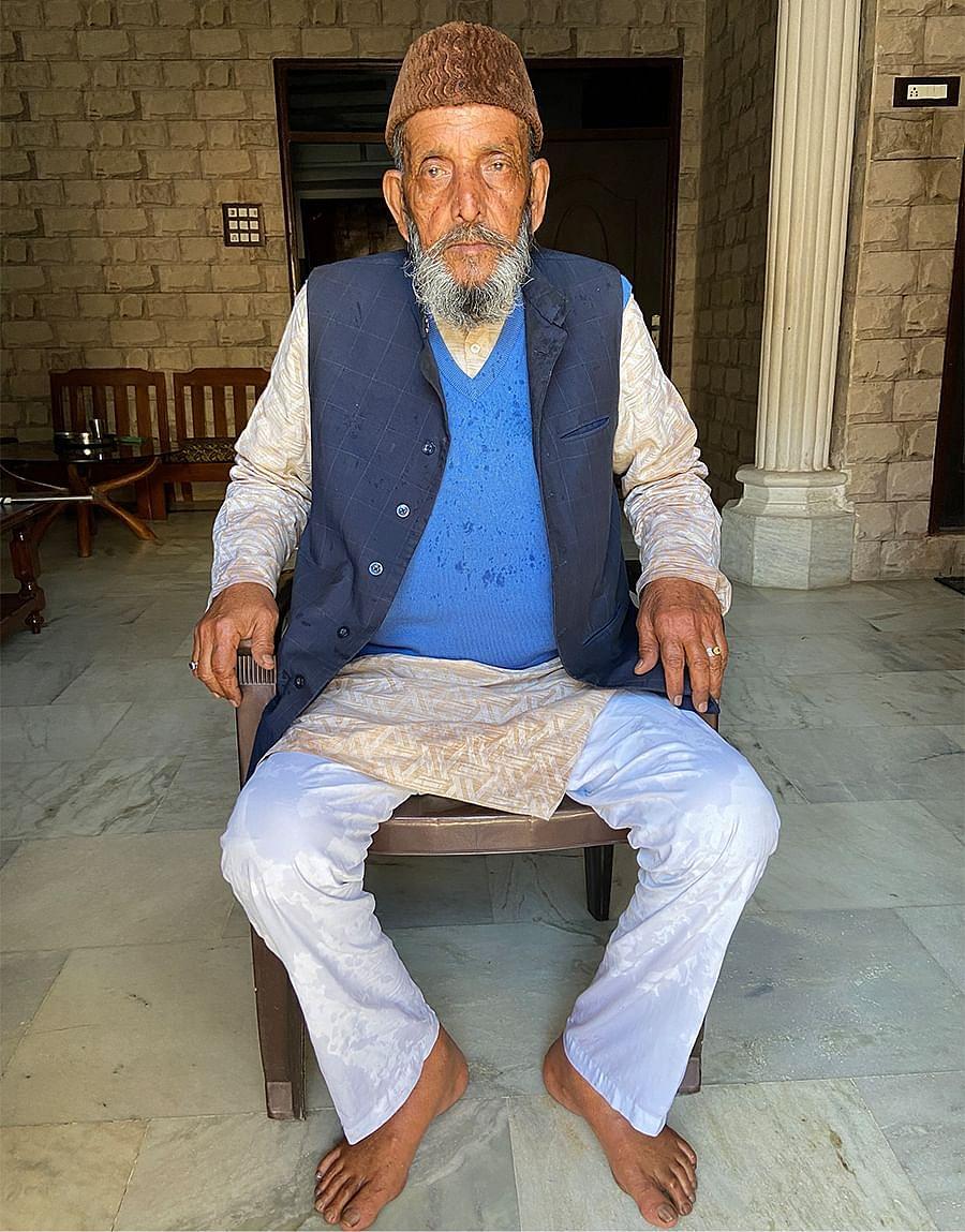 80 साल के गुलाम मोहम्मद जौला, मुजफ्फरनगर में अपने घर पर