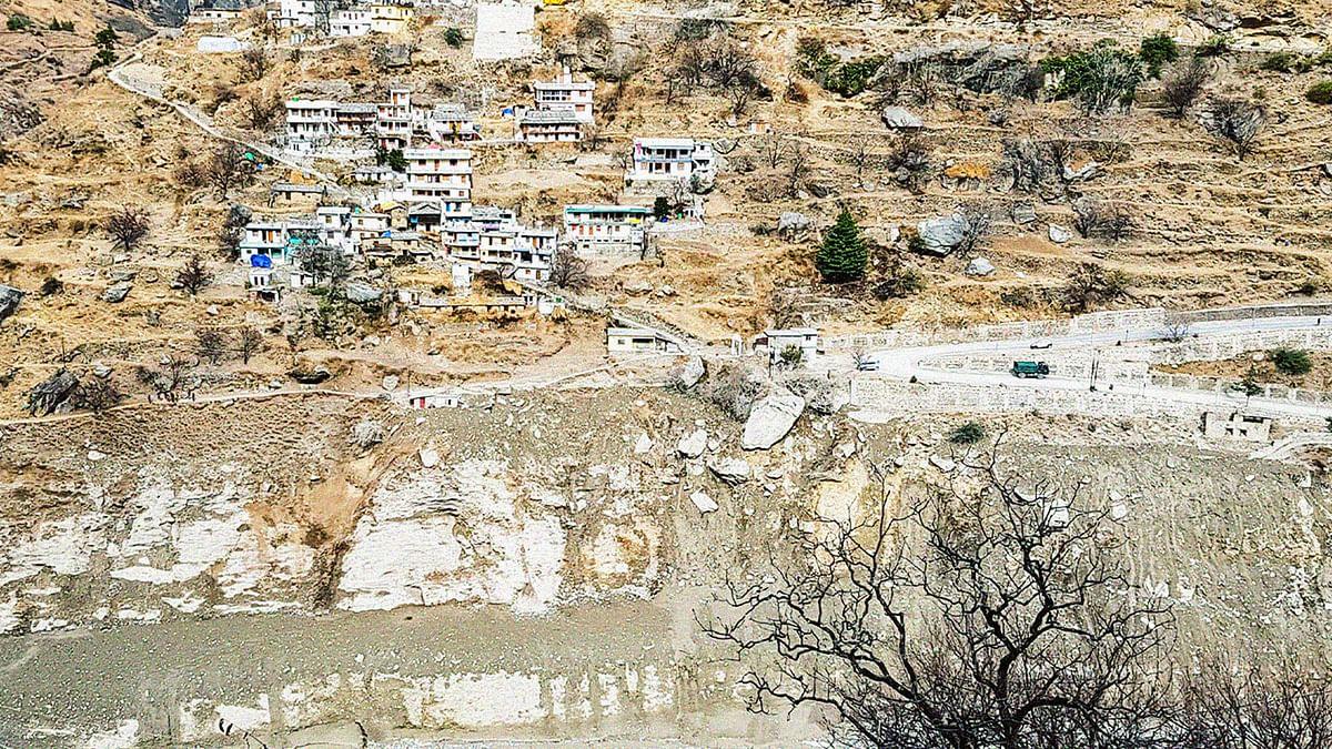 ग्लेशियल झील फटने से नहीं बल्कि इस विशाल चट्टान के खिसकने से आई चमोली में आपदा!