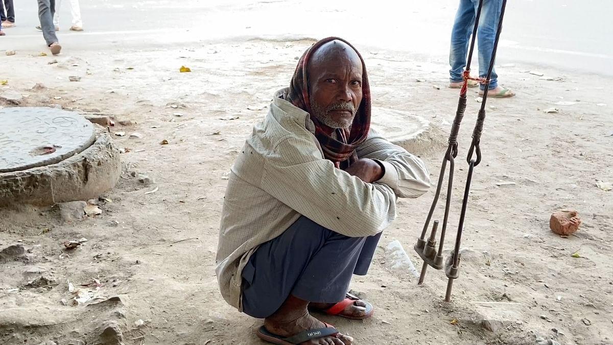 लॉकडाउन के बाद से मज़दूरों को काम मिलना बंद हो गया है. जिसके बाद कई मज़दूर उदास हैं और आत्महत्या की बात करते नजर आते हैं.