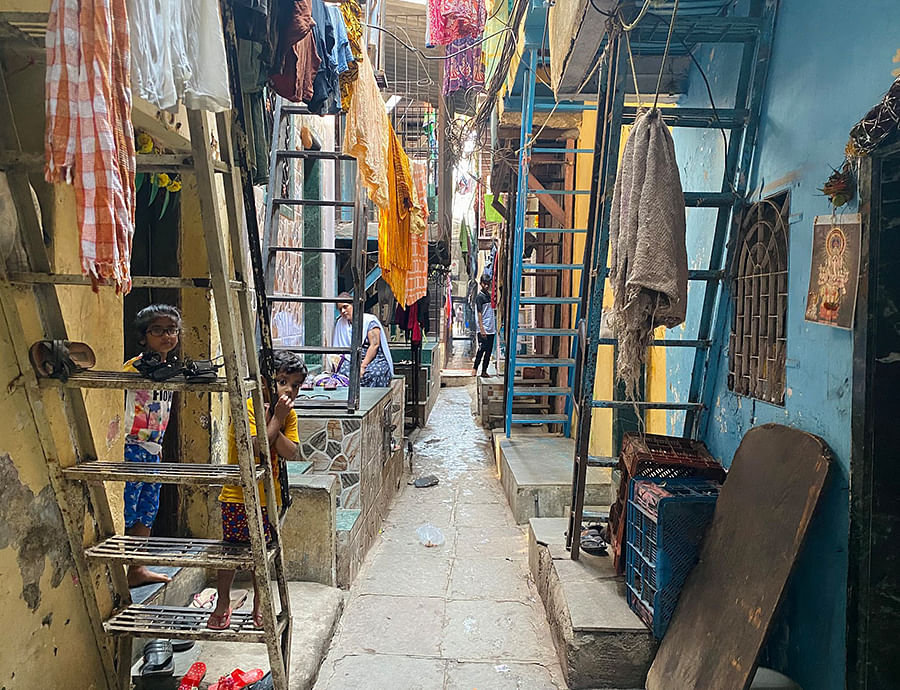 The lane leading up to Manjari's home.