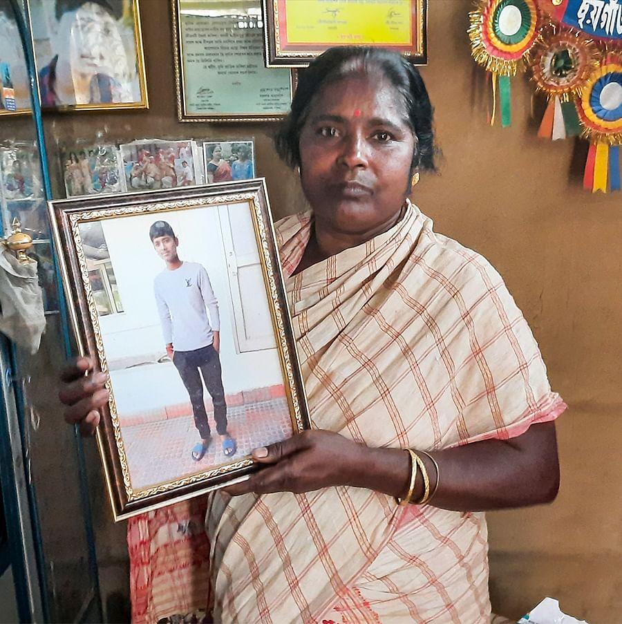 दीपांजल की एक तस्वीर के साथ कविता दास