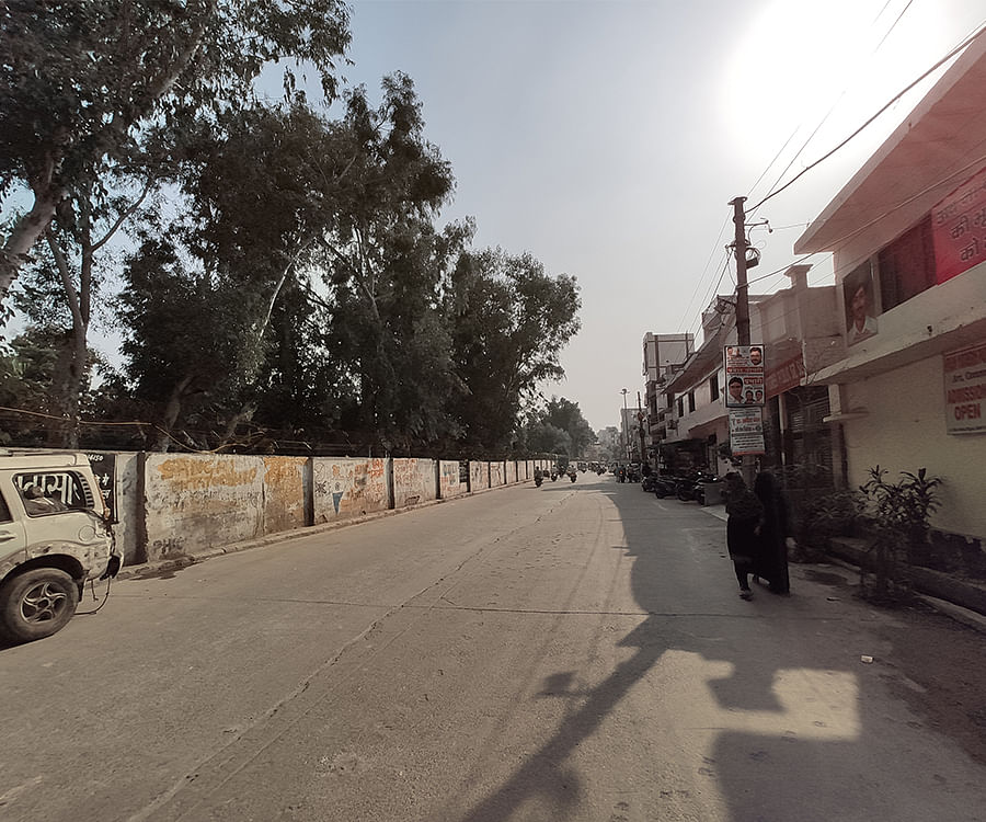 The Brijpuri road was a theatre of violence during the Delhi carnage.