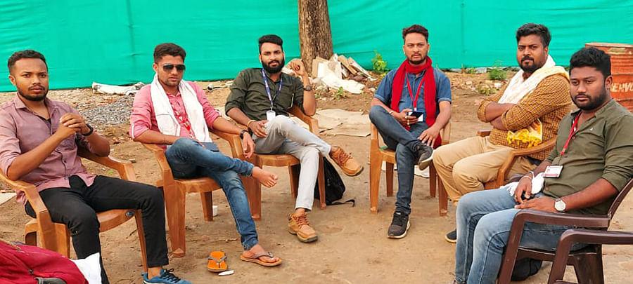 From left to right: Ravi, Mukesh Chandrakar, K Shankar, Ganesh Mishra, Ranjan Das, and Chetan Kapewar.