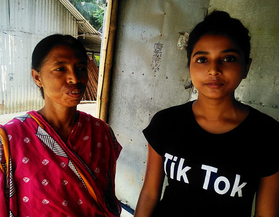 Jamuna Pandey with her daughter Rumpa.