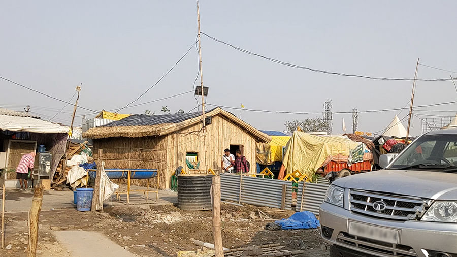 Huts built at the Singhu protest site.