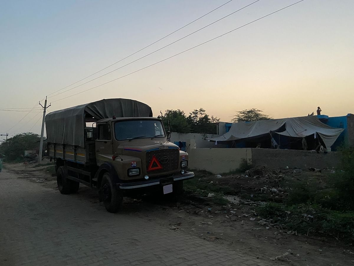गांव में पिछले सात दिनों से तैनात पीएससी बल के जवान