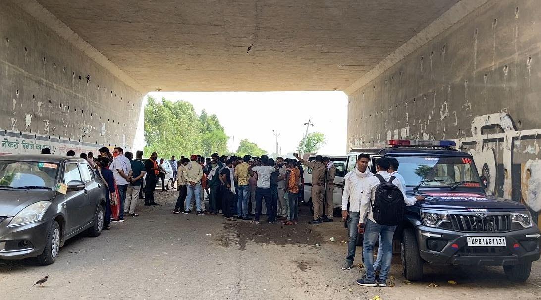 रविवार को कुछ हिंदूवादी संगठन के लोग नूरपुर पहुंचे थे.