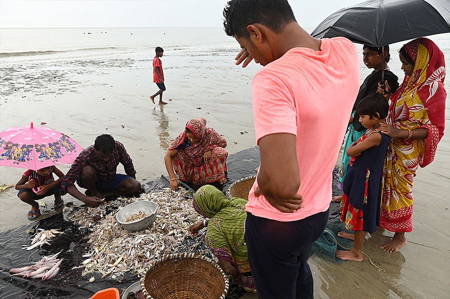 Yaas hit the fishing community in the Sundarbans hard. Most of their boats were damaged. The daily wagers who worked on these boats now try to fish with small nets all day long. They are also forced to sell their catch locally as they cannot afford to take such a small quantity to a market.