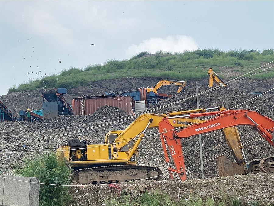 The Okhla dumpsite. Photo: Diksha Munjal