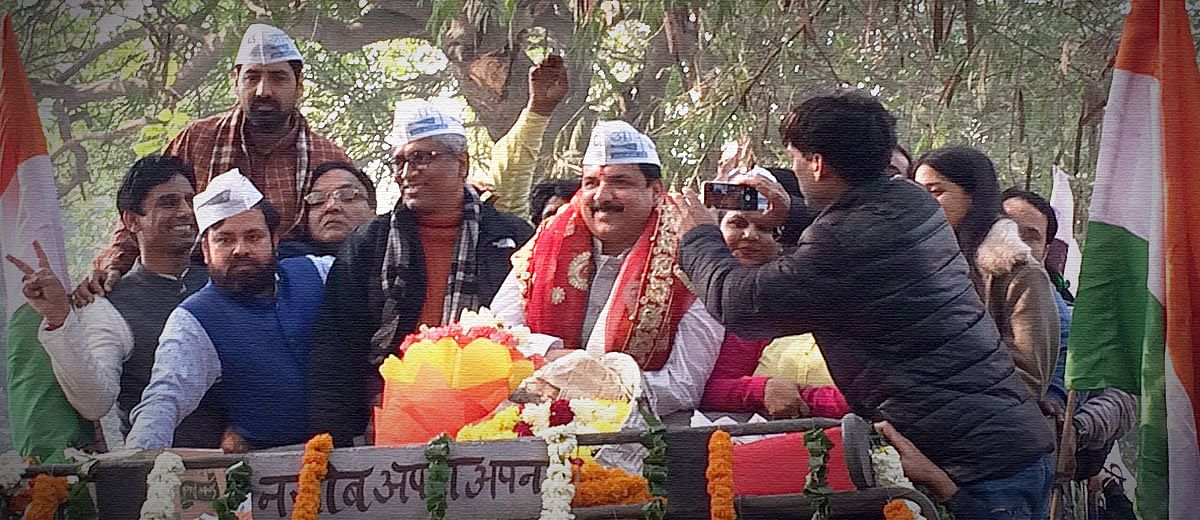 AAP workers hail Sanjay Singh, shrug off Guptas