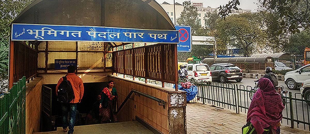 Pedestrian passage: to go over or under?