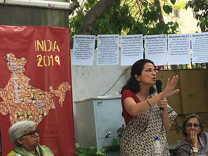 What happened at the 'non-political' meet organised by women's groups in Delhi