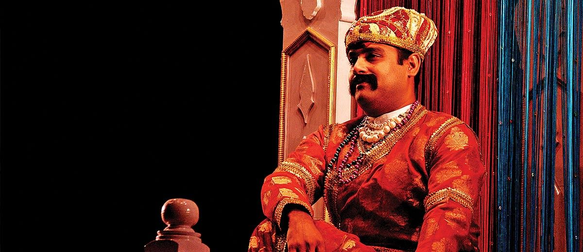 In this play, Akbar meets a famous TV anchor to set things right about his 'greatness'