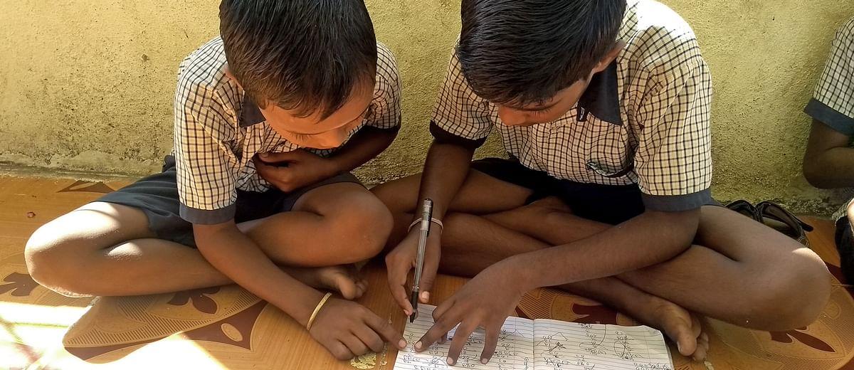 डिजिटल क्लास में बच्चों के बीच बढ़ता क्लास (वर्ग) का बंटवारा
