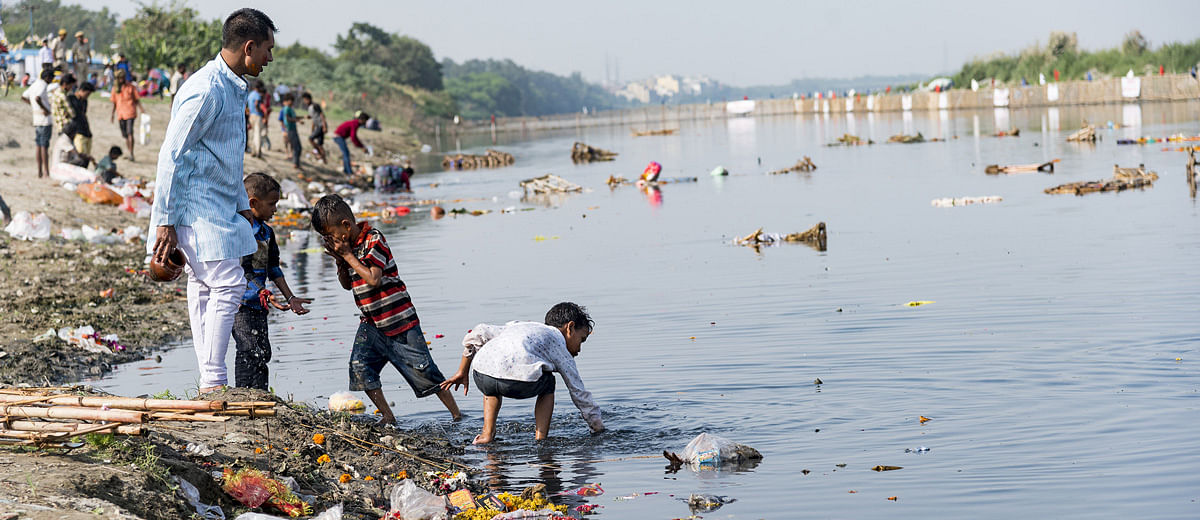 Yamuna is poisoned with ammonia. Who's responsible?