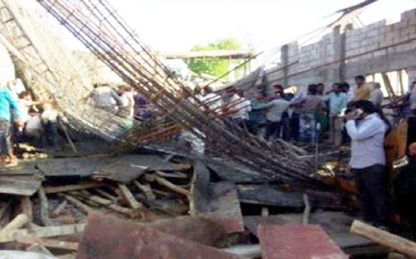12 labours trapped in building collapse in Bulandshahr