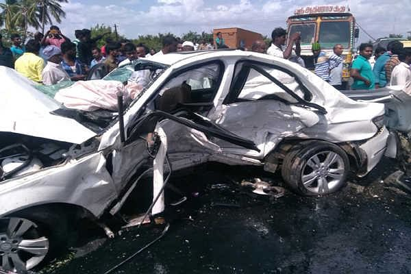 Six killed, 8 hurt in a multiple collision