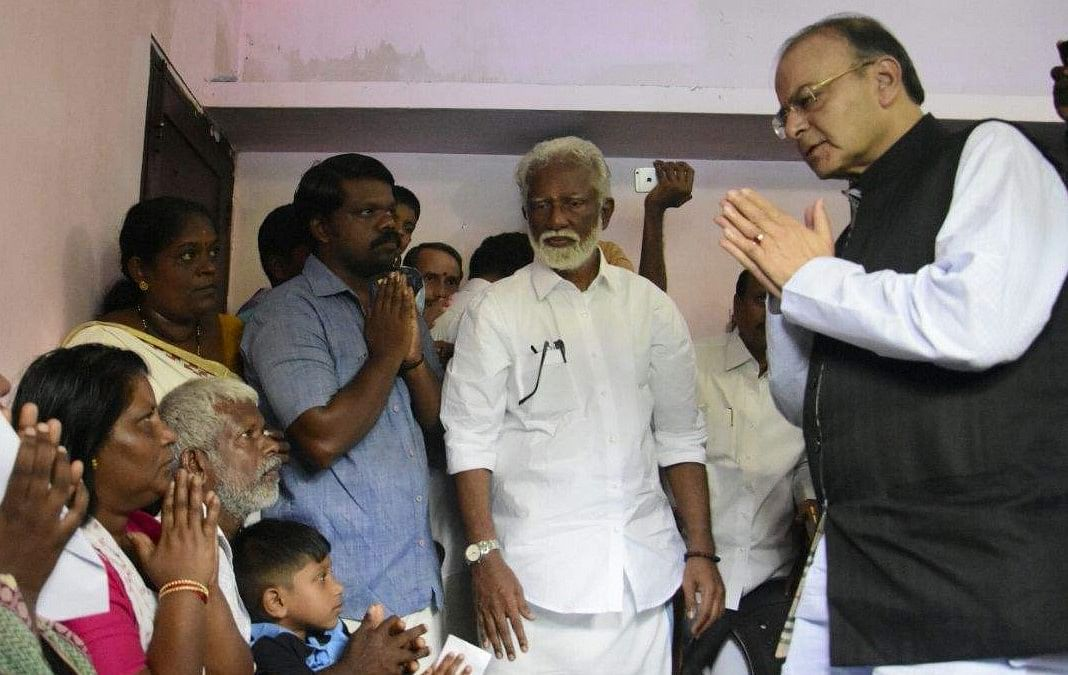 Jaitley visits slain RSS worker's house in Kerala