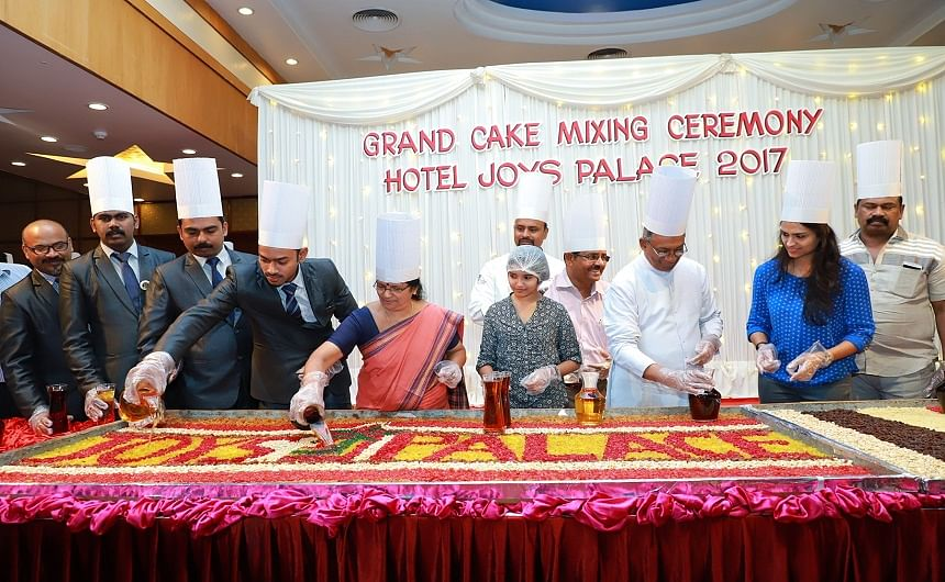 Hotels celebrate cake mixing ceremony for X 'mas cake