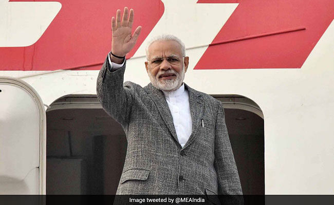 PM arrives in Manila for ASEAN, East Asia Summits