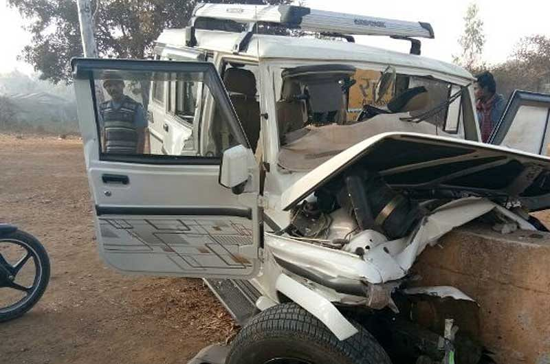 A van hit road divider; killed two in Bastar