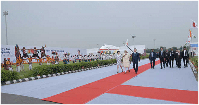 Red carpet welcome accorded, Japanese PM joins Modi for roadshow