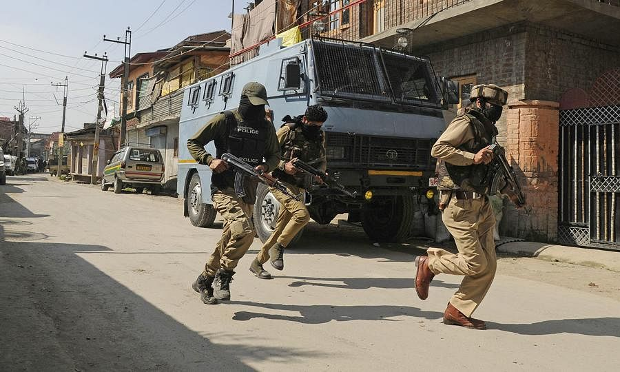 Militant killed in Shopian encounter, op continues