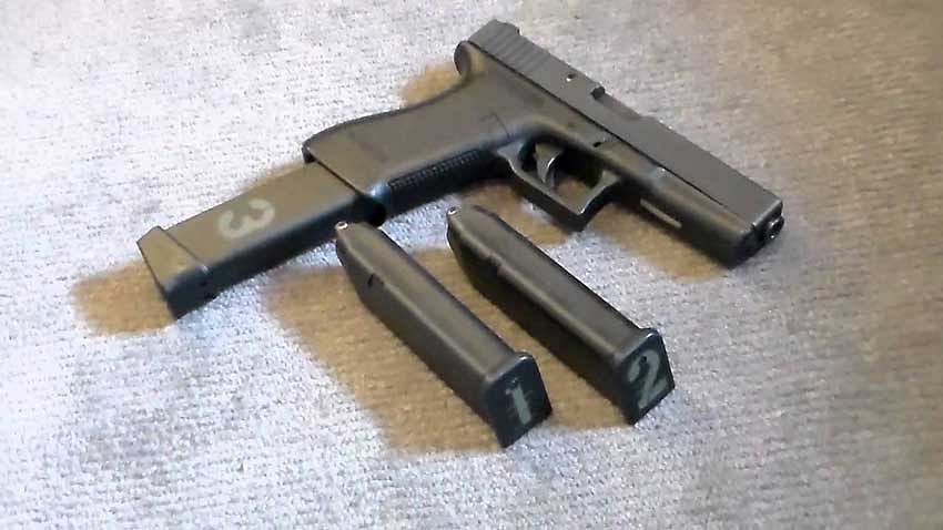 Two held with 21 pistols & 42 magazines in Delhi