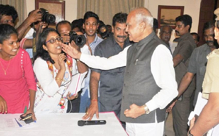 Governor's pat on woman reporter's cheek sparks a row